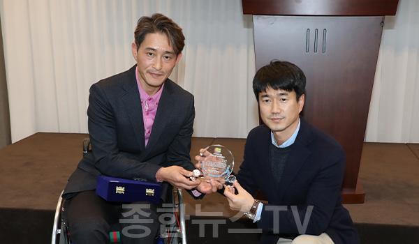 서학원 의원, 2019 자립생활보고회에서 감사패 수상.jpg